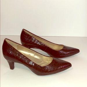 Bandolino Flexible Brown Croc Darcy Pumps Heels 7